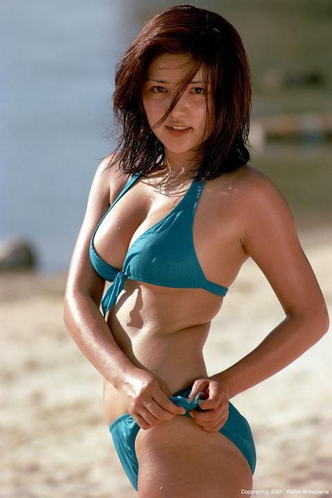 aki-bikini (4).jpg